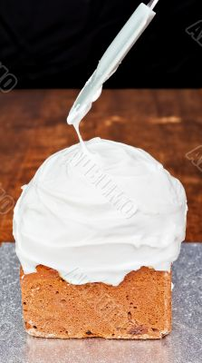 Spreading cream on cake icing 2