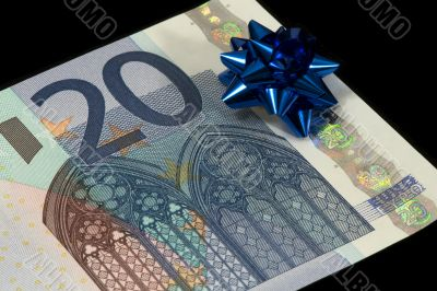The banknote of 20 euro is a gift