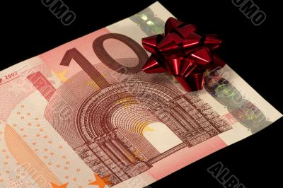 The banknote of 10 euro is a gift