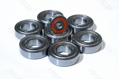 Many bearings of different sizes together.
