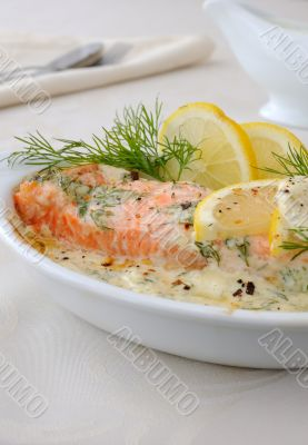 Salmon with cream and lemon sauce
