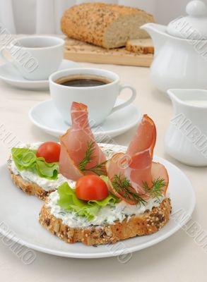 Appetizer with ham and ricotta