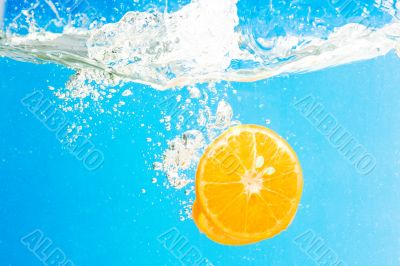 Citrus slice SPLASHING IN WATER
