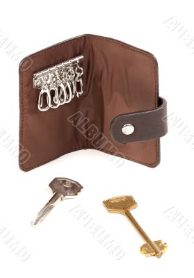 Brown purse for the keys with two keys.