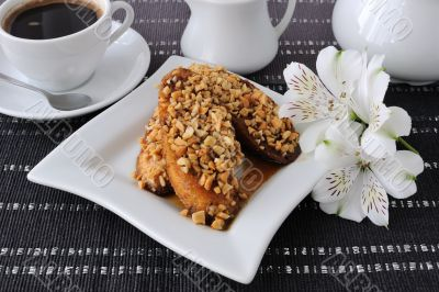 French toast with walnuts and cinnamon