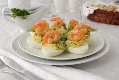 Eggs stuffed with spicy shrimp