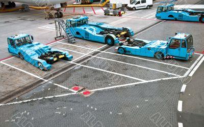 Towbarless Pushback tractors in airports