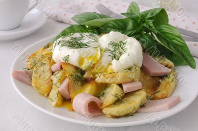 Fried potatoes with dill and ham with eggs Benedict