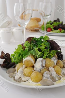 Potatoes with mushrooms and cream sauce
