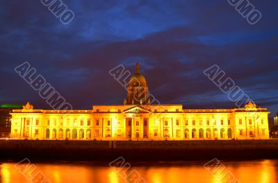 Custom House on the river Liffey in Dublin city at night.