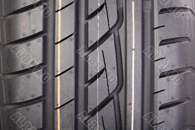 New tire tread