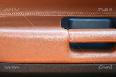 Combined leather trim in the car