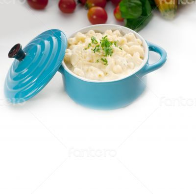 mac and cheese on a blue little clay pot