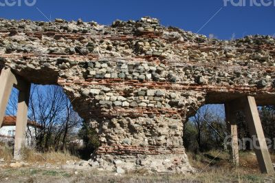 The ancient wall that archaeologists have found.Ancient walls in