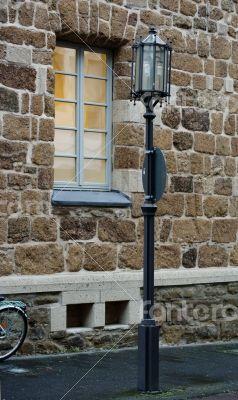 Walkway lantern