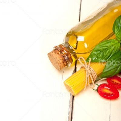 Italian spaghetti pasta tomato and basil