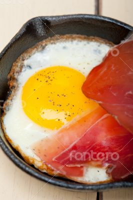 egg sunny side up with italian speck ham