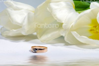 Gold ring with tulip