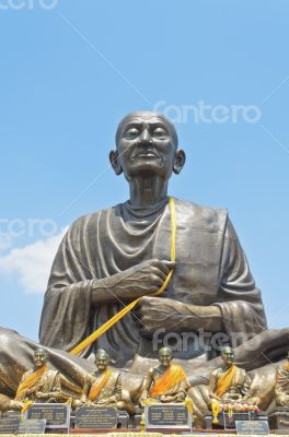 Large statue of Luang Pho To monks