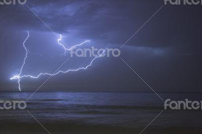ray over sea