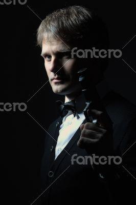 Portreit of a man with a gun