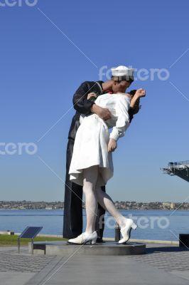 Statue of a sailor kissing a nurse picture