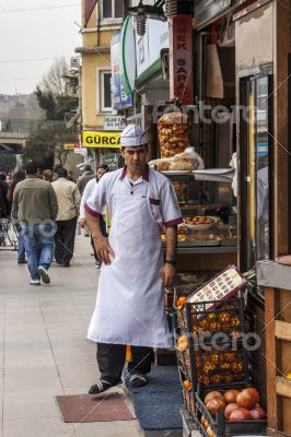 Istanbul, street dealer with the goods cart
