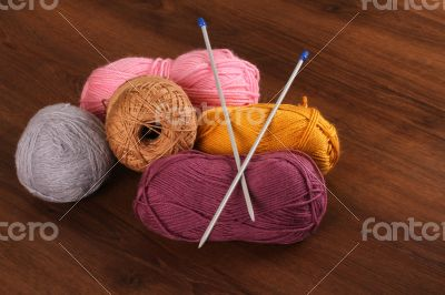 Woolen Colors on the Wood