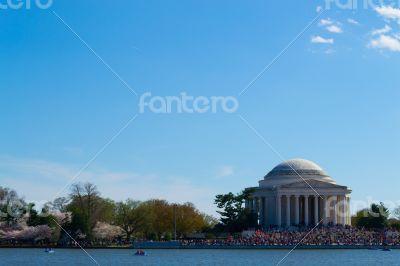 Thomas Jefferson Memorial with people